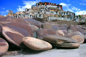 JOURNEY TO LADAKH VIA KARGIL | Holiday Package From Apple Journeys